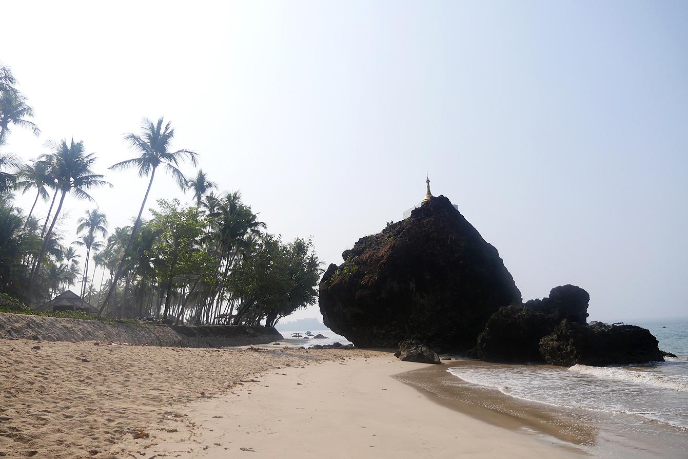 Ngapali beach, près des rochers