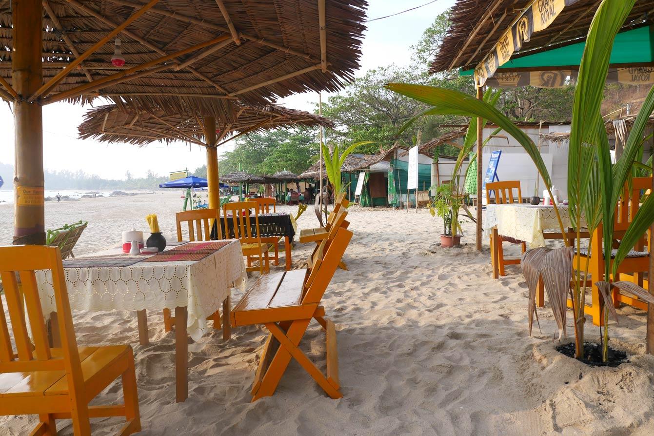 oasis-beach-bbq-restaurant-ngapali-02