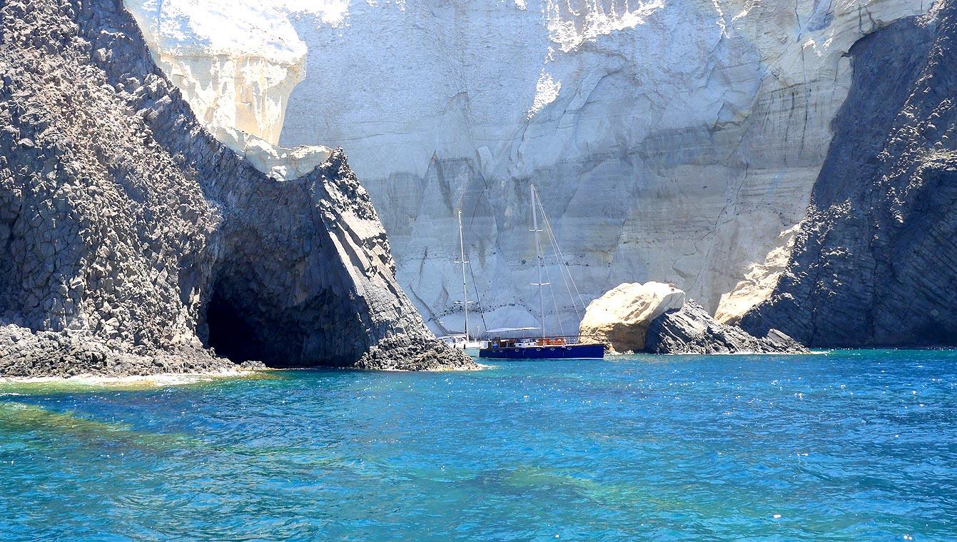 07-milos-tour-bateau