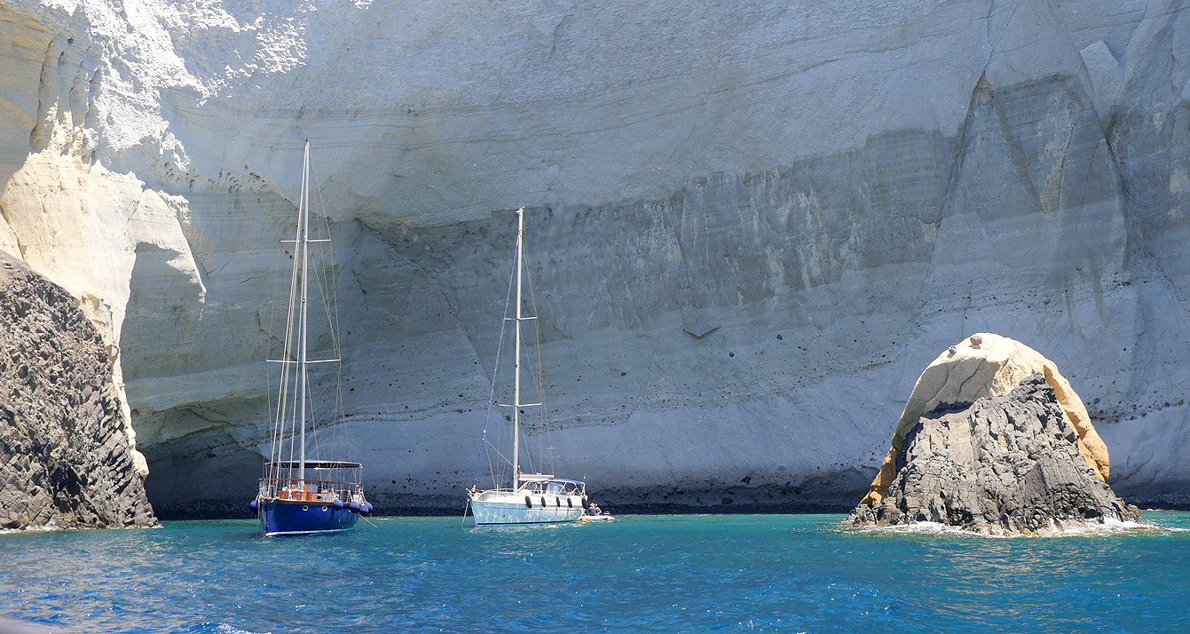 09-milos-tour-bateau