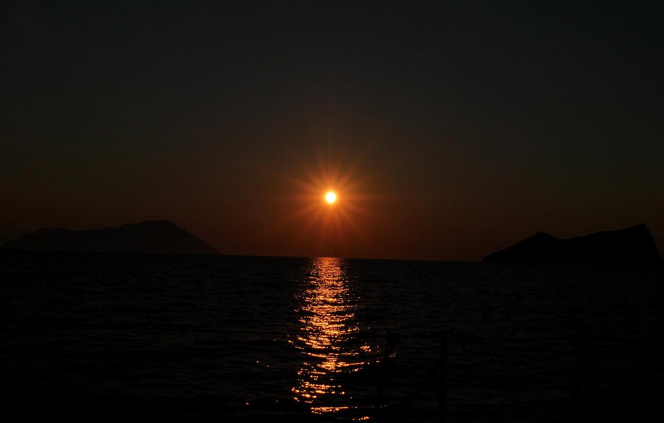 Milos : tour en bateau, coucher de soleil