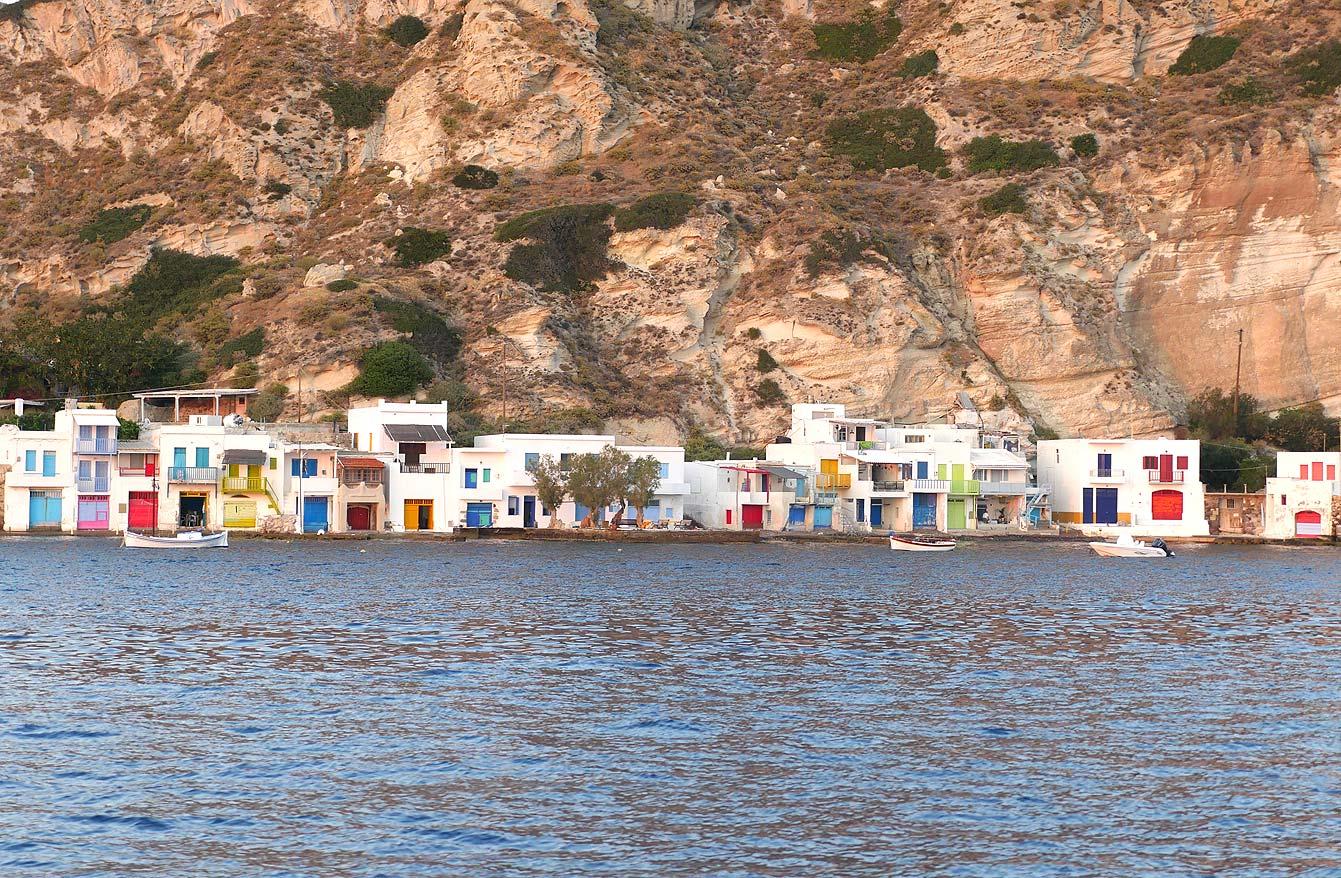 Milos : tour en bateau, village multicolore de Klima