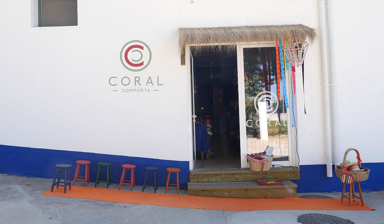 Coral, Comporta