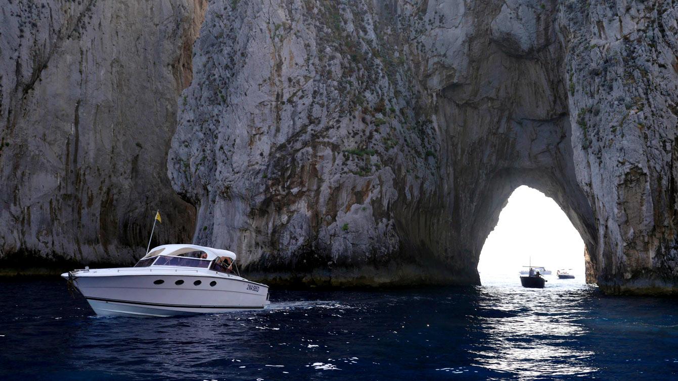 LeFaraglione di Mezzo, Faraglioni di Capri