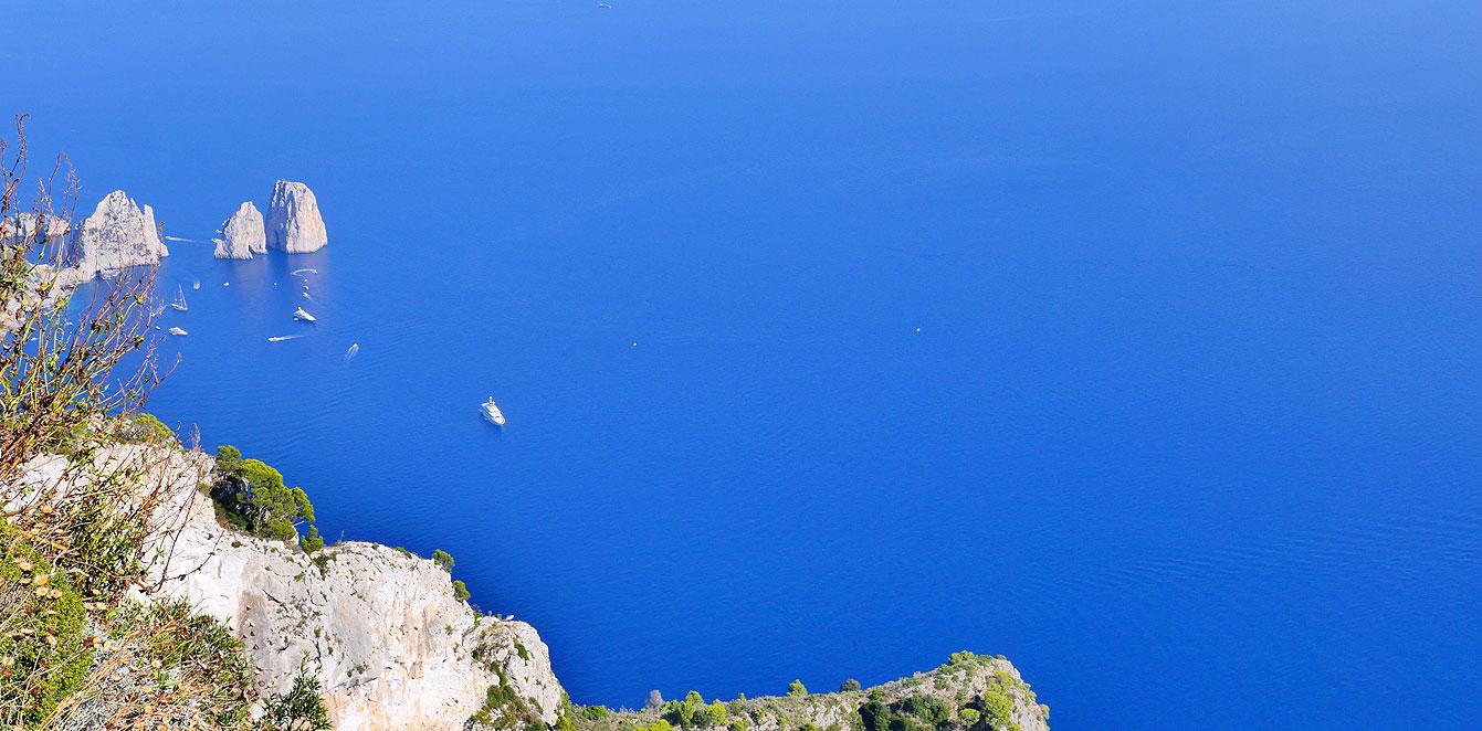 Faraglioni de Capri vu du monte Solaro